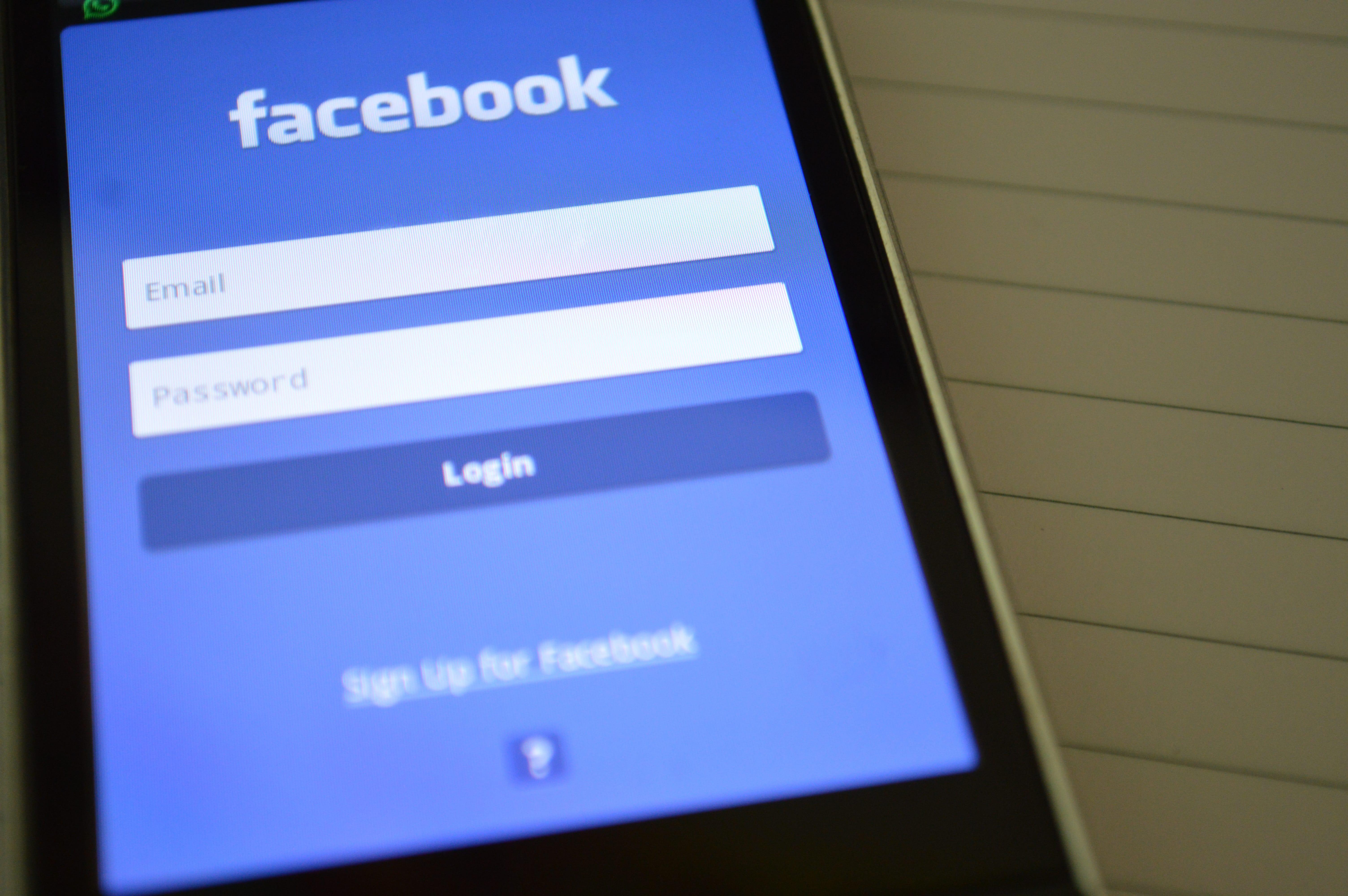 Facebook ascolta le tue conversazioni: verità o bufala?
