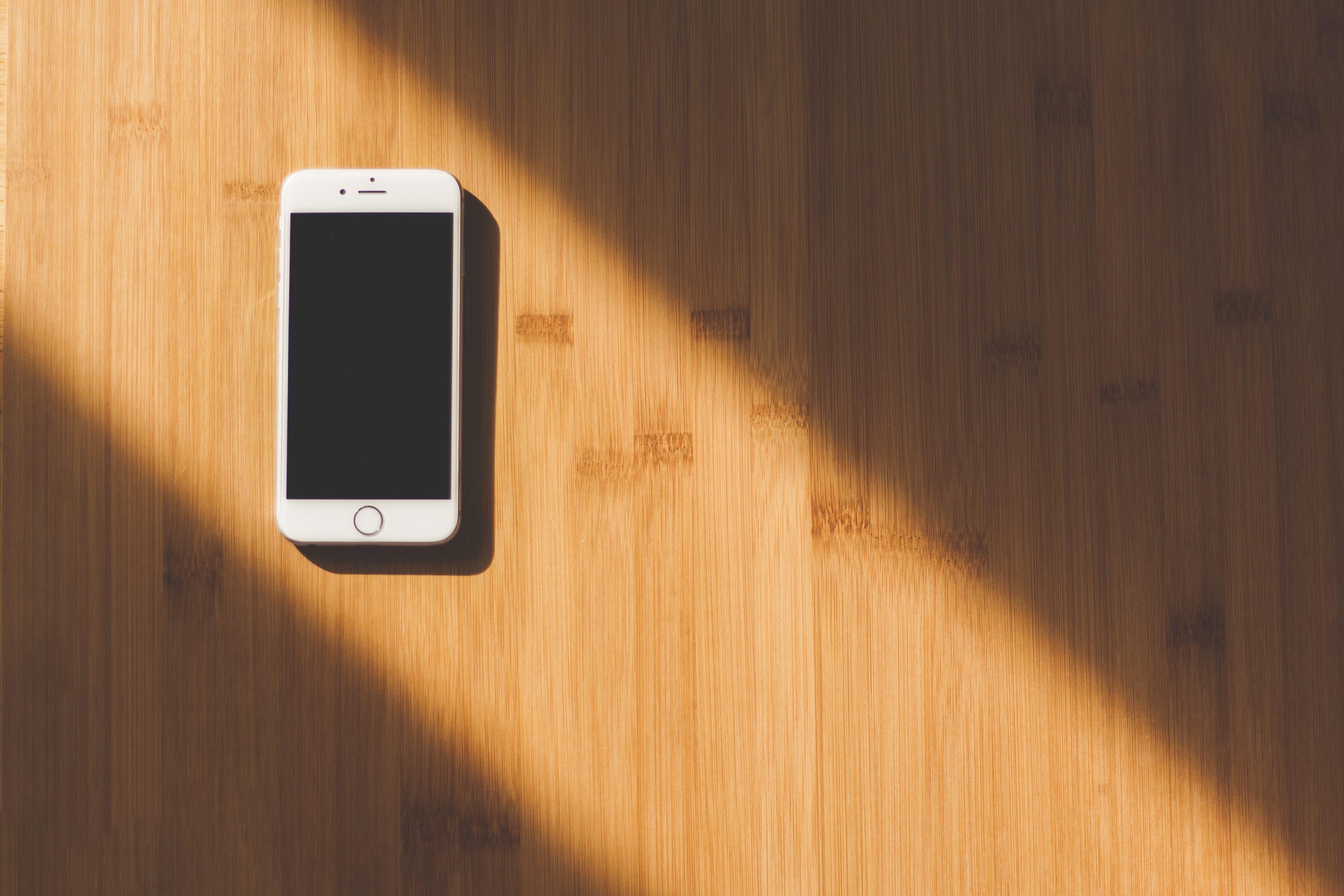 È davvero possibile bloccare un iPhone tramite SMS? Il caso chaiOS.
