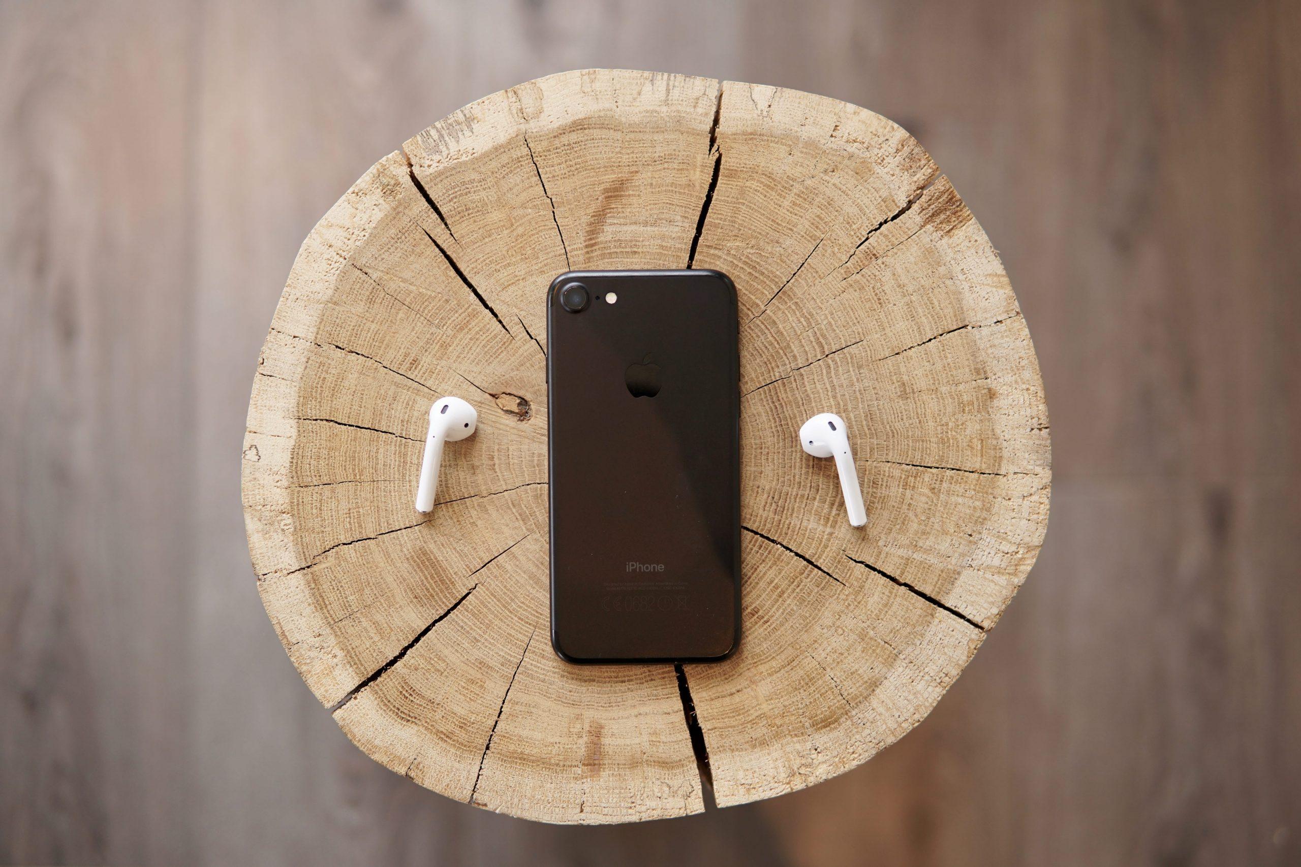 """Apple """"spoilera"""" l'iPhone SE 2: è quasi ufficiale."""